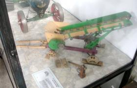 This model is one of a series of models of agricultural machinery built by Alf Baker, whose widow left the collection to be displayed in an industrial museum.